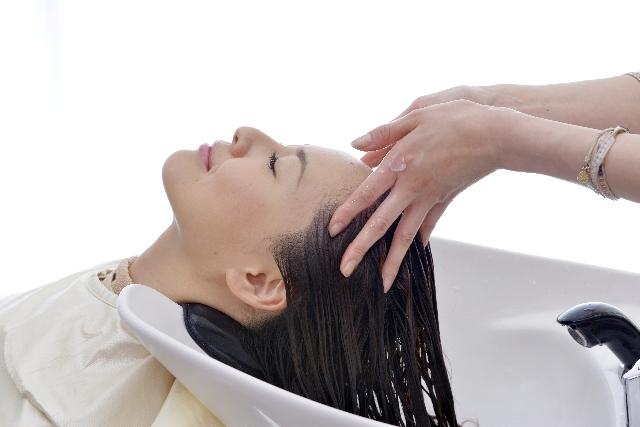 産後の抜け毛の原因と対策